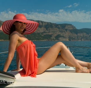 jeny-smith-boating-naked_01