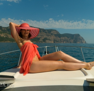 jeny-smith-boating-naked_03