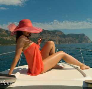 jeny-smith-boating-naked_04