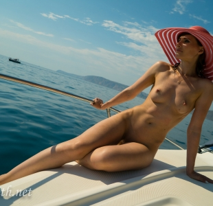 jeny-smith-boating-naked_05