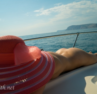 jeny-smith-boating-naked_07