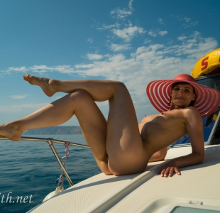 jeny-smith-boating-naked_12