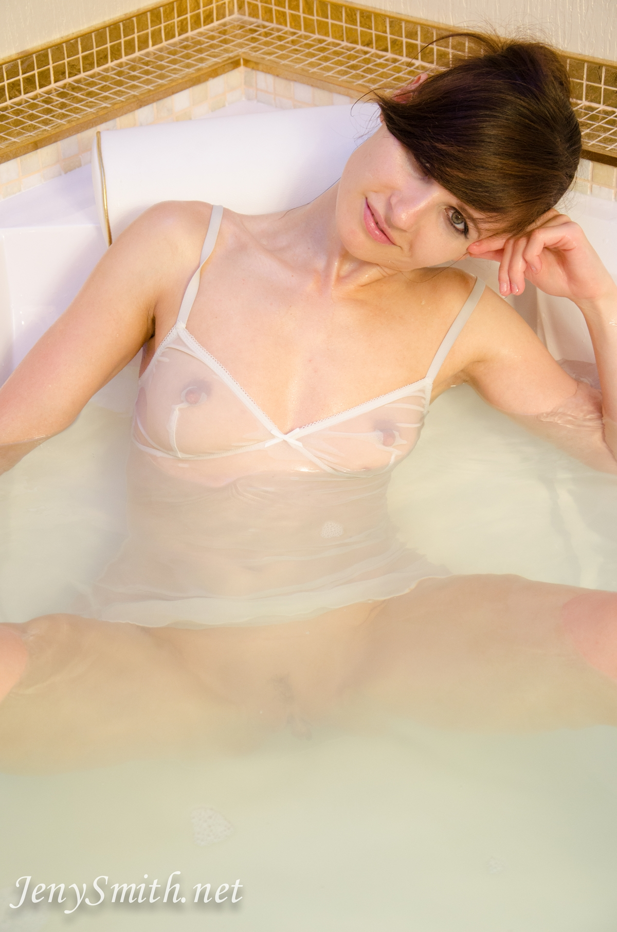 jeny-smith-hot-tub_08
