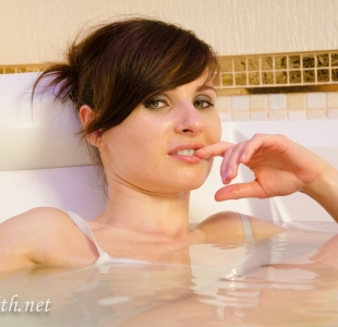 jeny-smith-hot-tub_12