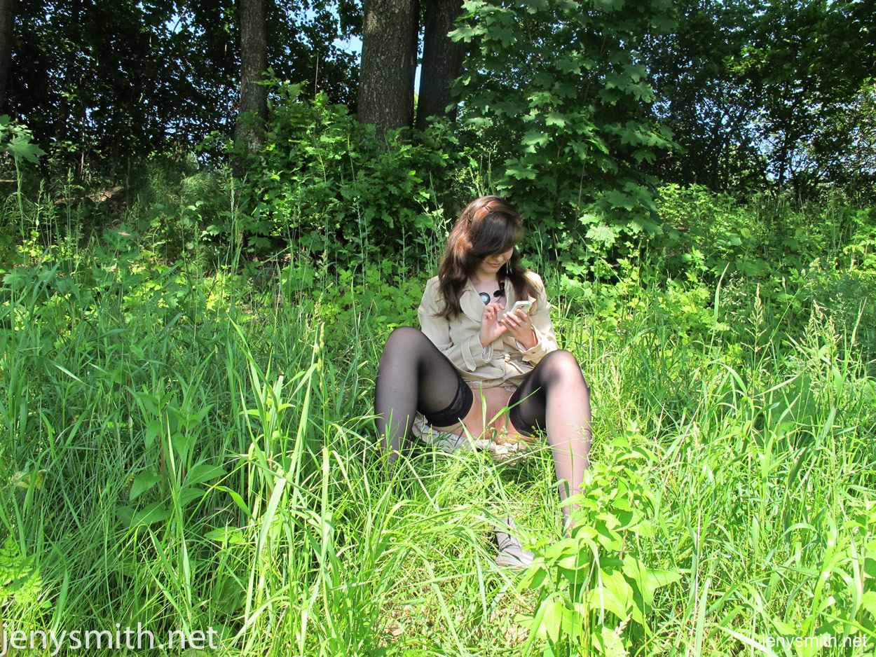jeny-smith-lost-in-woods-000002