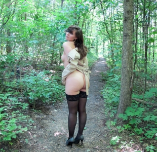jeny-smith-lost-in-woods-000013