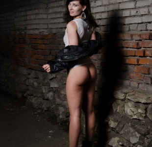 jeny-smith-naked-wall_11