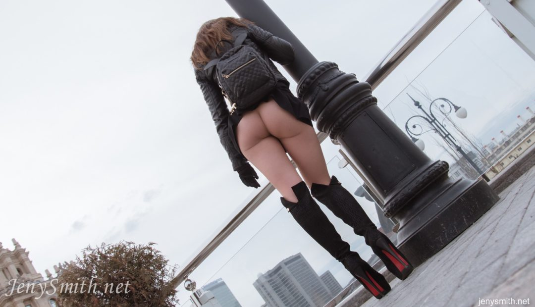 Free Gallery: Jeny Smith Pantyhose Outside the Hotel