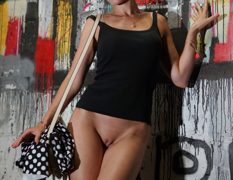 Free Gallery: Jeny Smith Bottomless Flashing in Public