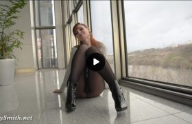 Video: Watch Sexy Jeny Smith Naked Exhibition