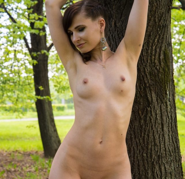 Free Photo Gallery: Jeny Smith Naked in the Apple Orchard
