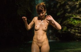 Free Photo Gallery: Jeny Smith Close to Nature – Nude Outdoors