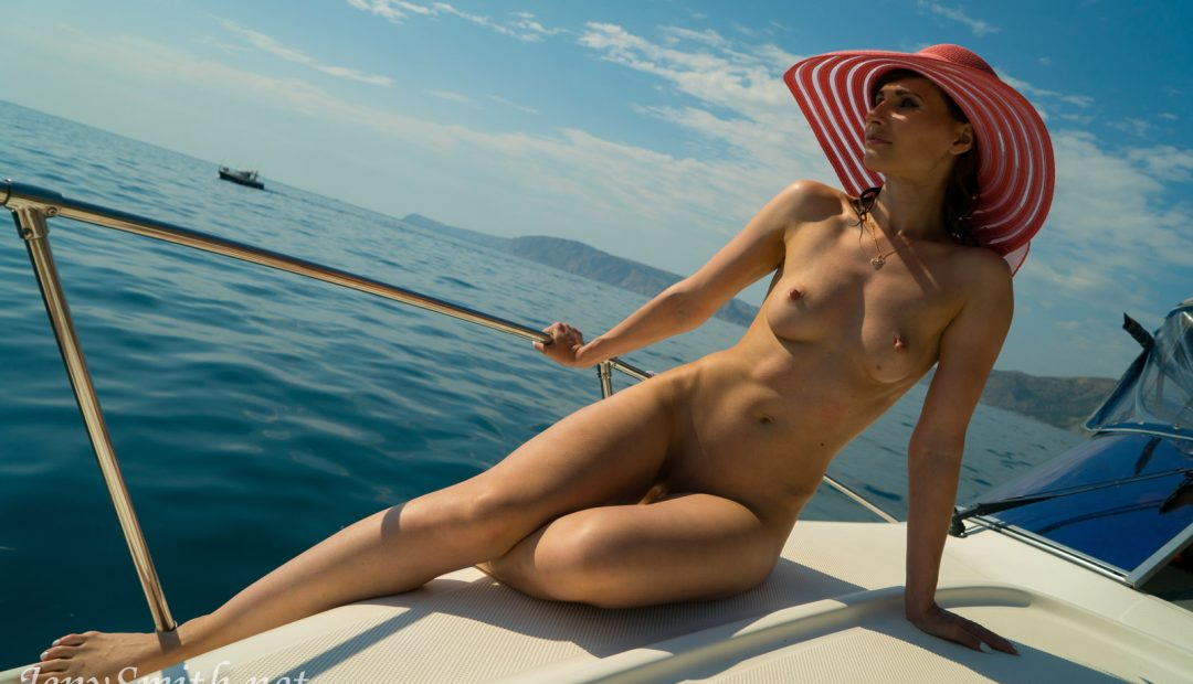 Free Photo Gallery – Sexy Jeny Smith Boating Naked