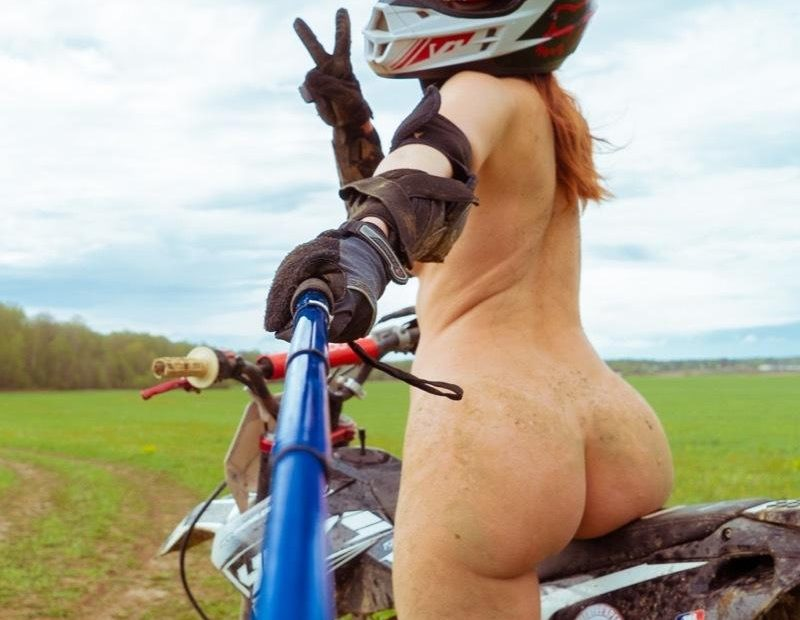 New Photo Gallery – Sexy Jeny Smith Likes to Dirt Bike Naked